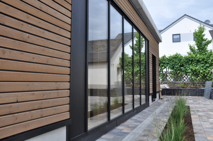 Pflanzen vor dem InnoLiving; energieautarkes Haus